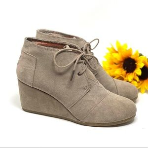 Tom's Desert Wedge Booties Tan Suede 10